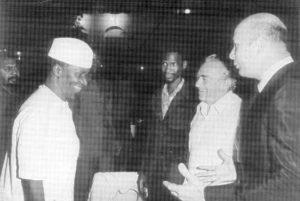1974 - Avec le Président Ahmed Sékou Touré et feu le journaliste  Jacques Vignes et le réalisateur Jean Claude Criton. Photo signée ©Jacques Marthelot (Gamma)  Cliquez ici pour remonter